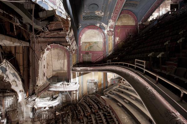 75 - Paris • After The Final Curtain, de Matt Lambros