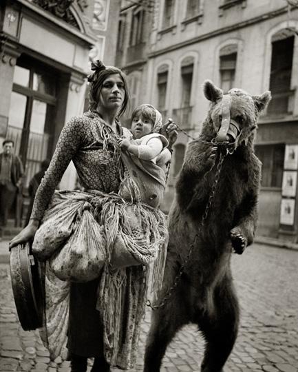 © Germaine Chaumel, Bohémienne à l'ours : exposée dans le cadre de l'expo Germaine Chaumel, Salle Henry Martin, Place du Capitole.