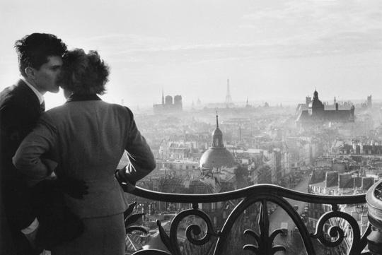 Les amoureux de la Bastille, 1957 © Willy Ronis