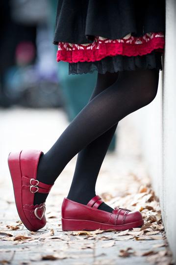 La fille aux chaussures rouges. © Fabrice Delanoue