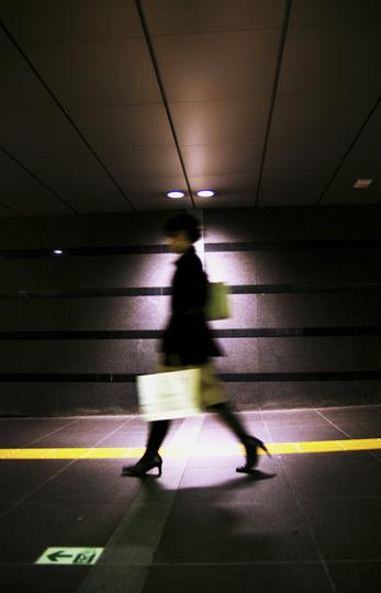 Passage dans les souterrains de Tokyo. © Joël Da Costa Ferreira