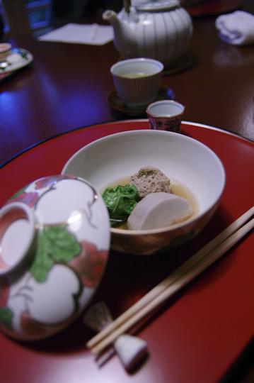 Repas traditionnelle japonais avec un bon saké chaud. © Joël Da Costa Ferreira