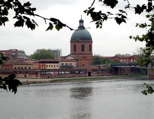 L'exposition sur les bords de la Garonne dans le cadre magnifique de l'Hôtel Dieu. © MAP 2010