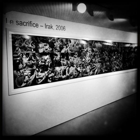 Le sacrifice, Irak 2006. A la fin de 2006, James Nachtwey s'est consacré à prendre pendant deux mois des photographies dans différents hôpitaux en Irak. Il a photographié des soldats U.S. pendant et après leur traitement. © Gérald Vidamment
