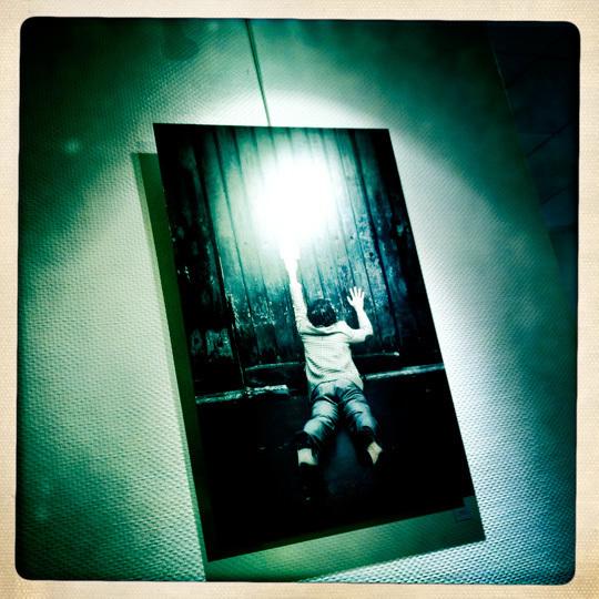 Libre interprétation incandescente d'une photographie qui ne se révèlera qu'en votre présence.