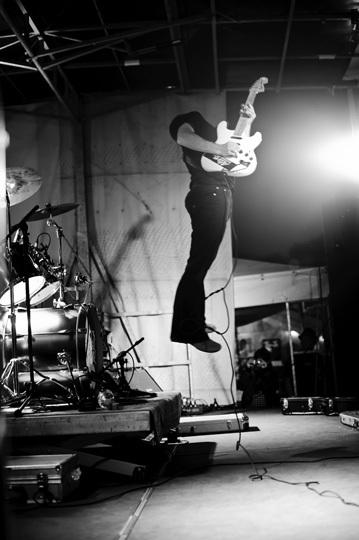 Le guitariste sans tête.