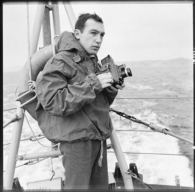 © photographe inconnu / Archives privées R. Depardon, 1964