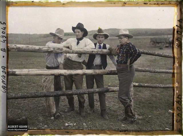 n° d'inventaire A49045, Collection Archives de la Planète - Musée Albert-Kahn/Département des Hauts-de-Seine - Canada, Rocky Ranch, Ranch John Hazza - Groupe de Cowboys, 1926