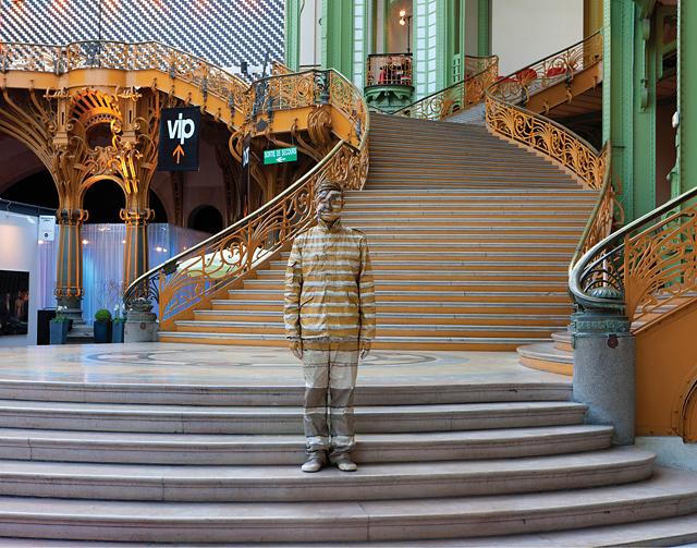 Art Paris performance, 2011. Série Hiding in the city. Courtesy Galerie Paris-Beijing © Liu Bolin - Tous droits réservés