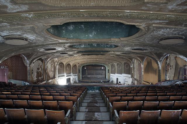À la mémoire des cinémas américains abandonnés, par Matt Lambros