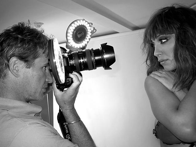 Shooting modèle en noir et blanc avec du matériel Rotolight © Stephen Perry