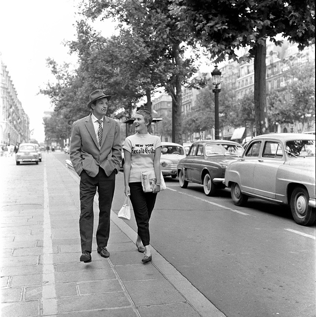 1959, À bout de souffle, J. Seberg et J.-P. Belmondo sur les Champs-Elysées © Raymond Cauchetier