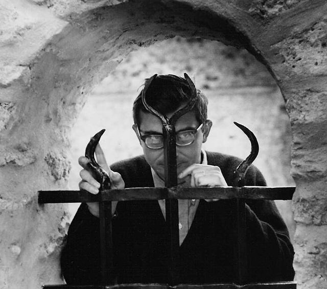 1962, Claude Chabrol sur le tournage du film Landru © Raymond Cauchetier