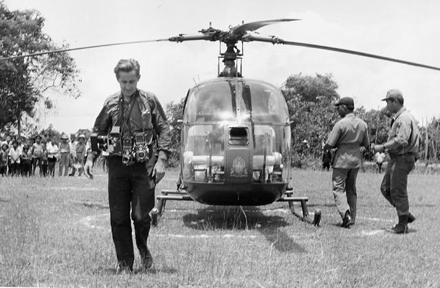 1967, Raymond Cauchetier au Cambodge © Fark