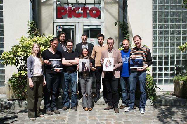 Le jury du Grand Concours du Bistro Photo édition 2013, devant le labo Picto, à Paris.