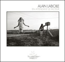 Plus que quelques éditions limitées du beau livre En attendant le facteur, d'Alain Laboile