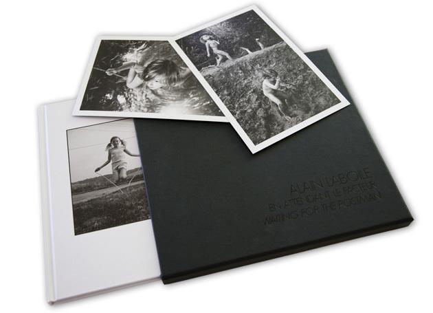 """L'édition limitée du livre """"En attendant le facteur"""", d'Alain Laboile, comprend le livre signé et numéroté, deux tirages à part, le tout dans un bel étui imprimé."""