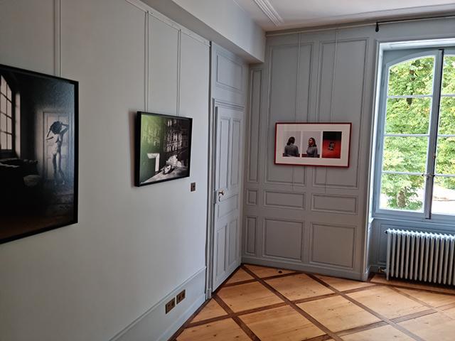 À gauche, le travail de la photographe Maréva Druilhe