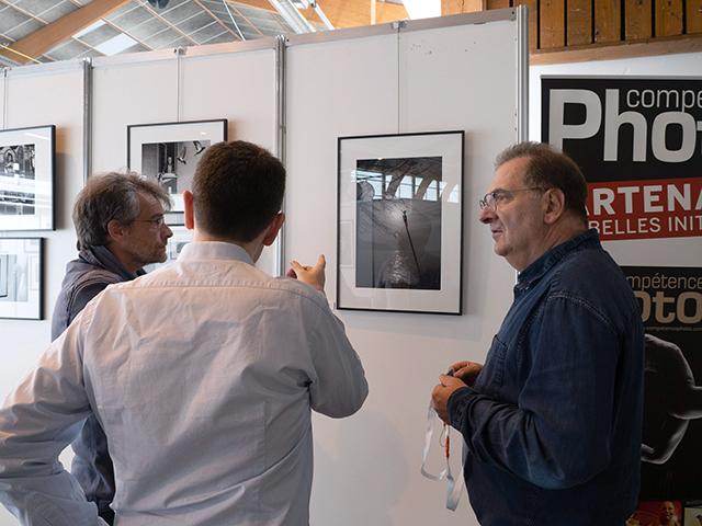 En discussion avec Jordy Grosborne autour de sa photographie.