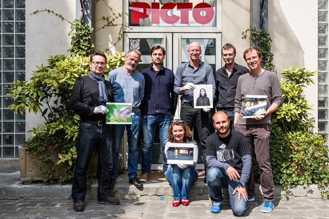 Le jury devant le labo Picto, à Paris.