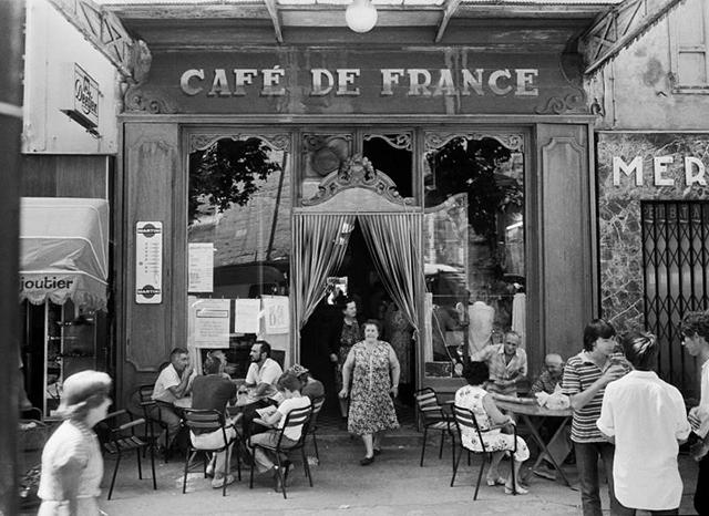 Le café de France, L'Isle-sur-la-Sorgue (Vaucluse), 1979