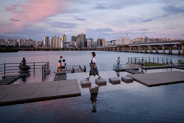 Ressemblances, d'une Corée à l'autre, avec Ed Jones à Visa pour l'Image (4/4)