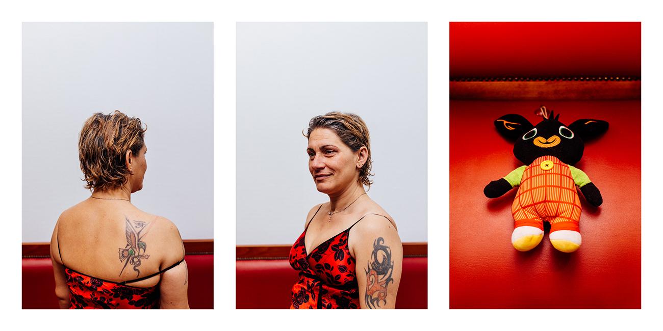 Mariana, résidente du foyer  Cette peluche est son « doudou ». Elle aime le serrer contre elle lorsqu'elle s'endort, sans doute pour se rappeler l'homme qu'elle aime, éloigné d'elle par des milliers de kilomètres.
