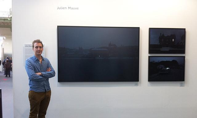 Julien Mauve à Paris Photo, sur le stand de SFR Jeunes Talents. © Gérald Vidamment