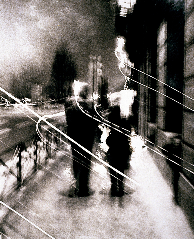 © RICHARD BALLARIAN • Promenade nocture d'un voyageur urbain