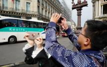 """""""Les touristes de l'Opéra"""", une photographie de """"Droit à l'image"""", la série racontée par Cédric Roux (8/10)"""