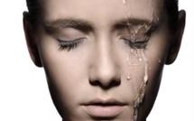 Comment réaliser un portrait en studio avec de l'eau ruisselant sur le visage ?