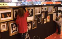"""Épisode 2 • Le montage au Salon de la Photo de l'exposition """"Les femmes de ma vie"""" (vidéo)"""